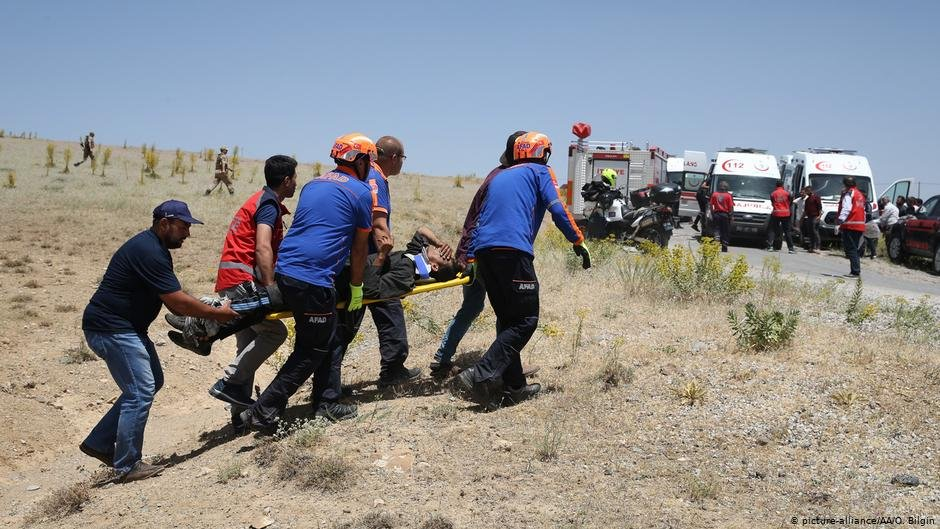 About 50 people were injured in the accident in Turkey's Van province | COPYRIGHT: picture-alliance/AA/O. Bilgin