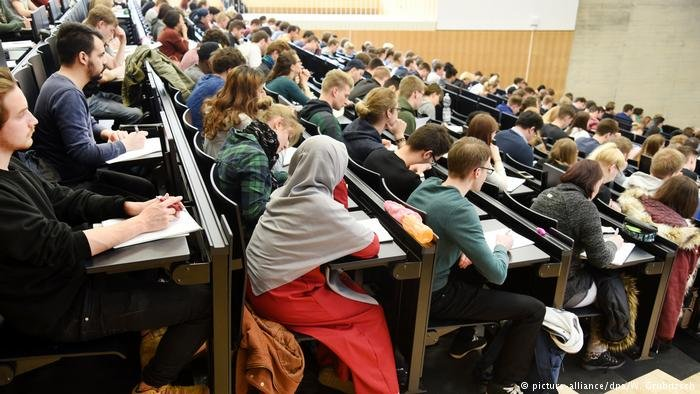 Many young people dream of getting a university education | Photo: Picture Alliance / dpa