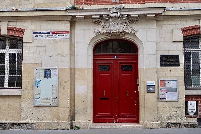 A primary school in the 18th arrondisement in Paris | Photo: Wikimedia Commons