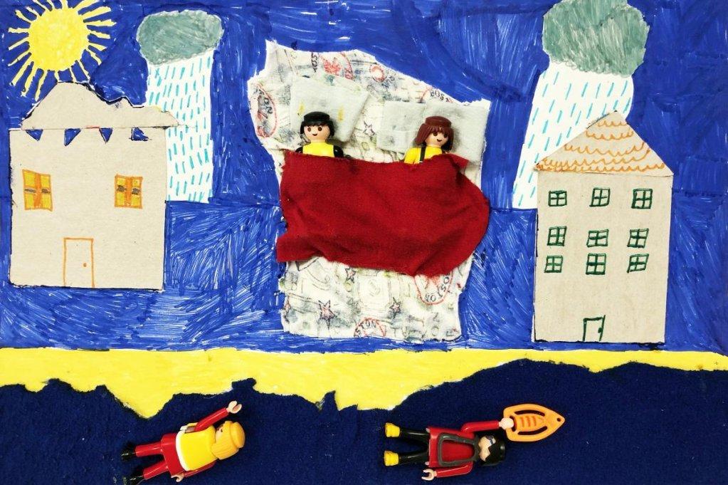 """ANSA / رسم من مسابقة """"بيت بعيد عن الوطن"""" لطلاب المدارس اليونانية. المصدر: المفوضية العليا للاجئين."""