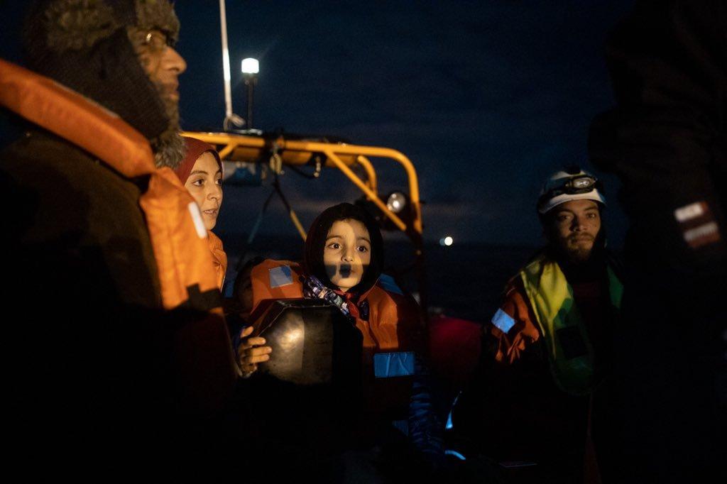 """مهاجرون أنقذتهم سفينة """"سي ووتش 3"""" قبالة السواحل الليبية. الصورة: منظمة """"سي ووتش"""" الألمانية"""