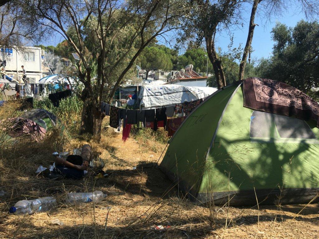 بیش از سیزده هزار مهاجر در کمپ موریا زندگی میکنند. عکس از مهاجر نیوز