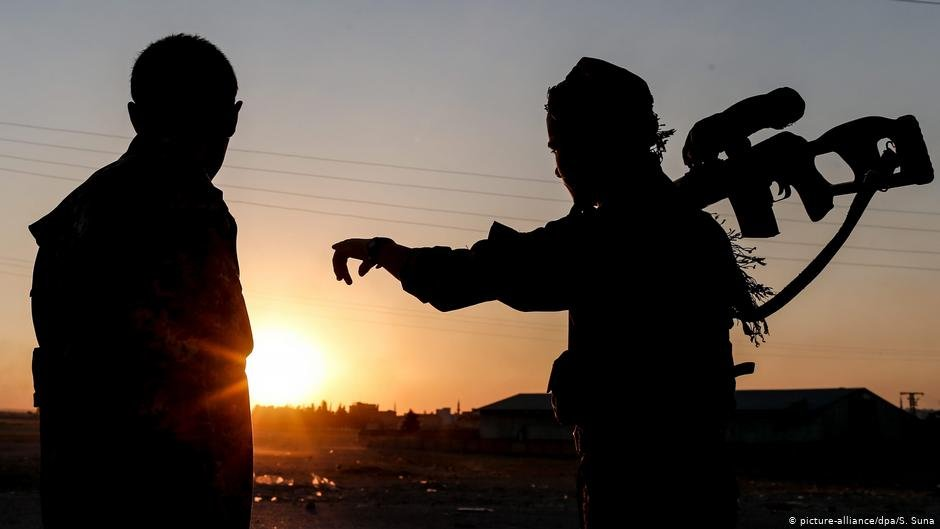 Kurdish fighters   Photo: picture-alliance/dpa/S. Suna
