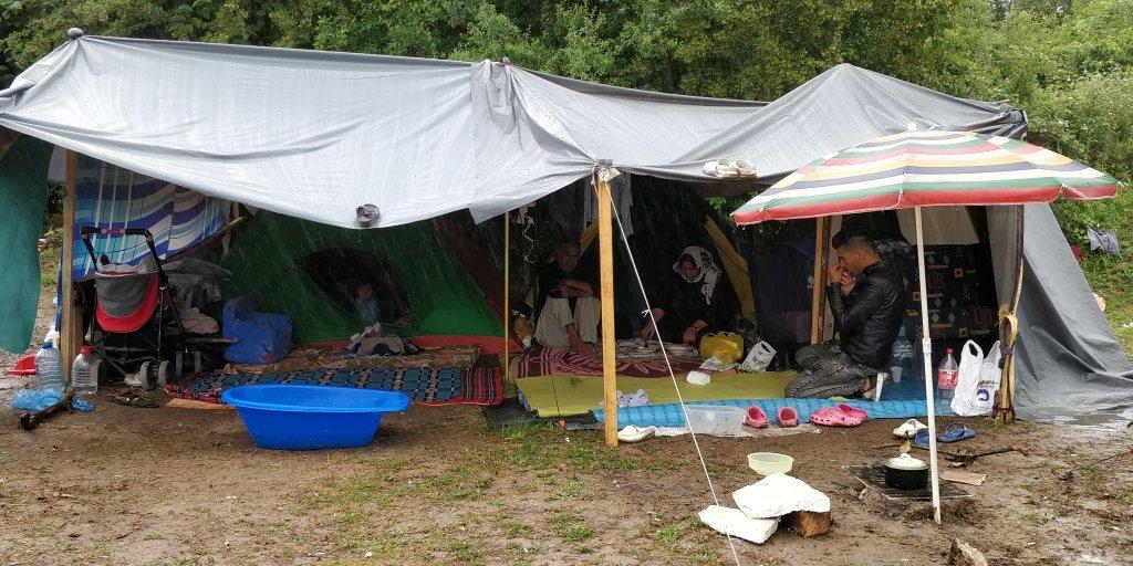 له ارشیف څخه: یوه افغانه کورنۍ د بوسنیا په ویلیکا کلادوشا کمپ کې. کرېډېټ: کډوال نیوز