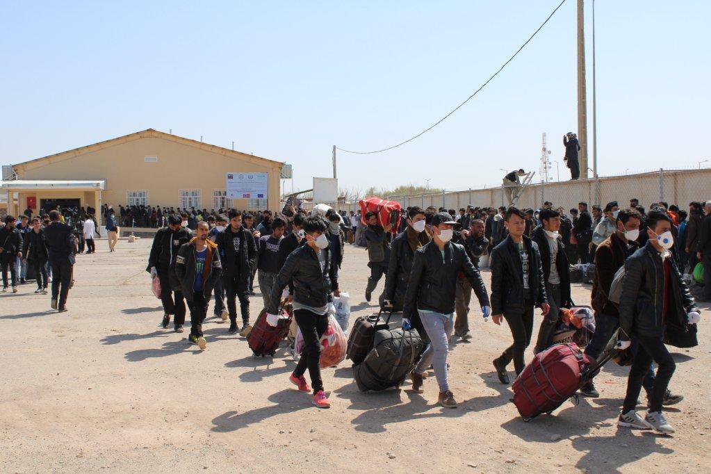 در جریان هفته گذشته ۸۰۰۰ مهاجر افغان از ایران بازگشت کردند، بندر اسلام قلعه، هرات. عکس:سازمان بین المللی مهاجرت