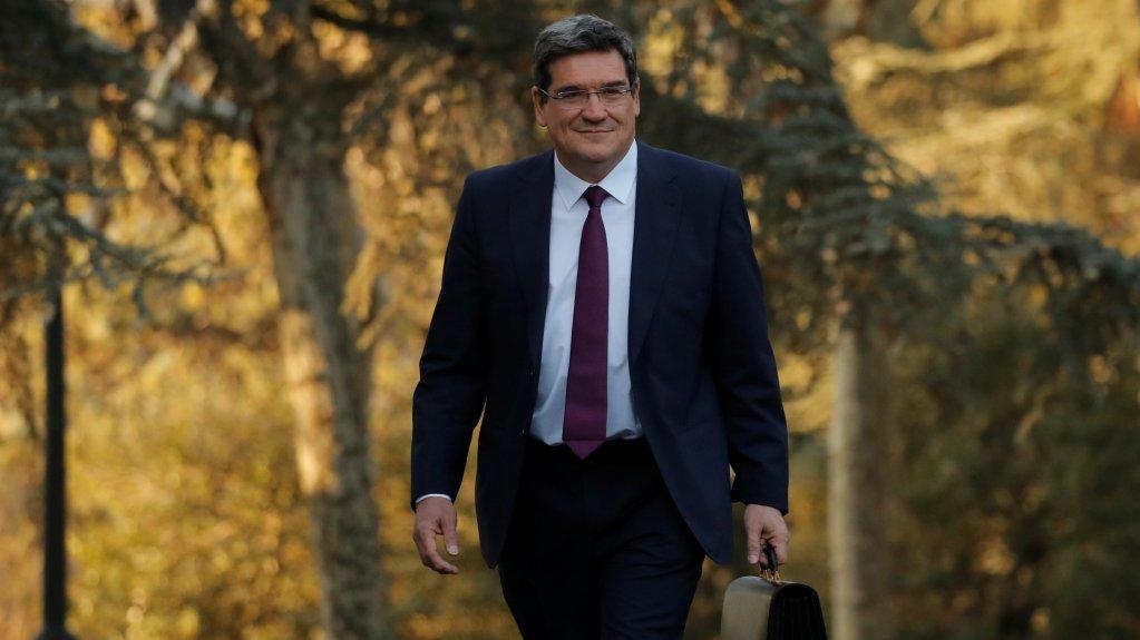José Luis Escriva, le ministre espagnol de la sécurité sociale, de l'inclusion et des migrations, à Madrid, le 14 janvier 2020. Crédit : Reuters/Susana Vera