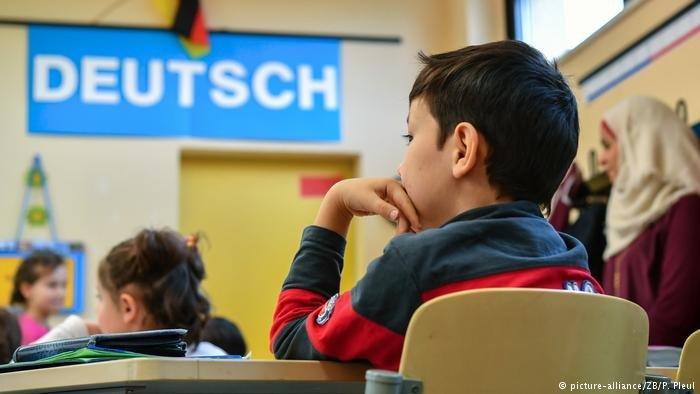 اليمين الشعبوي استغل فكرة سرد قصص وغناء أناشيد في رياض الأطفال لإثارة الخوف من عدم تعلم الأطفال اللغة الألمانية