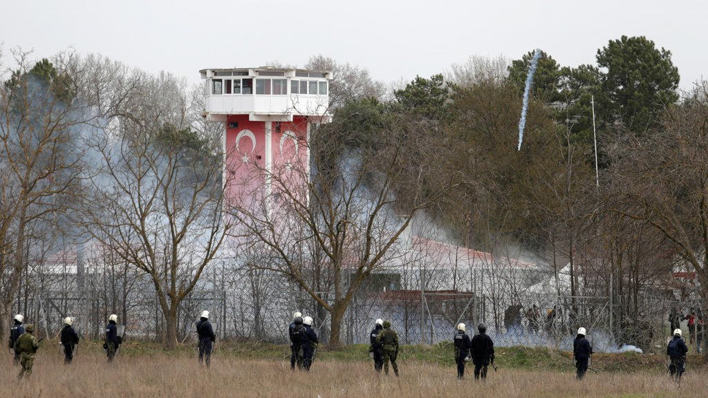 الشرطة اليونانية على الحدود مع تركيا