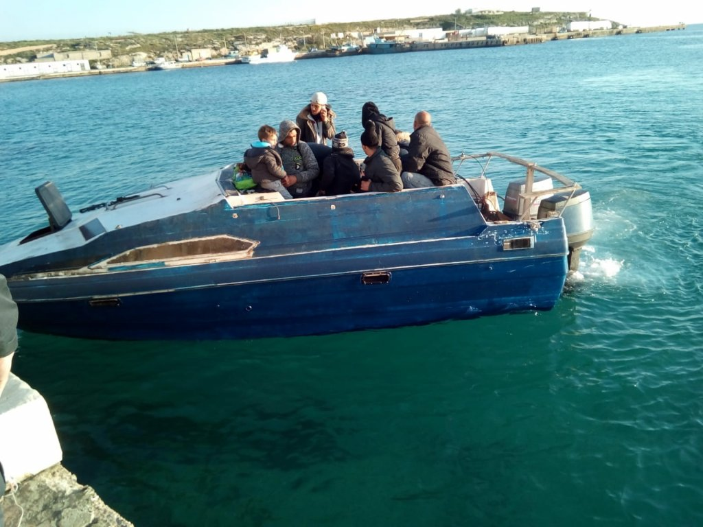 A motorboat with migrants aboard arrives at the port of Lampedusa. | Photo: ANSA