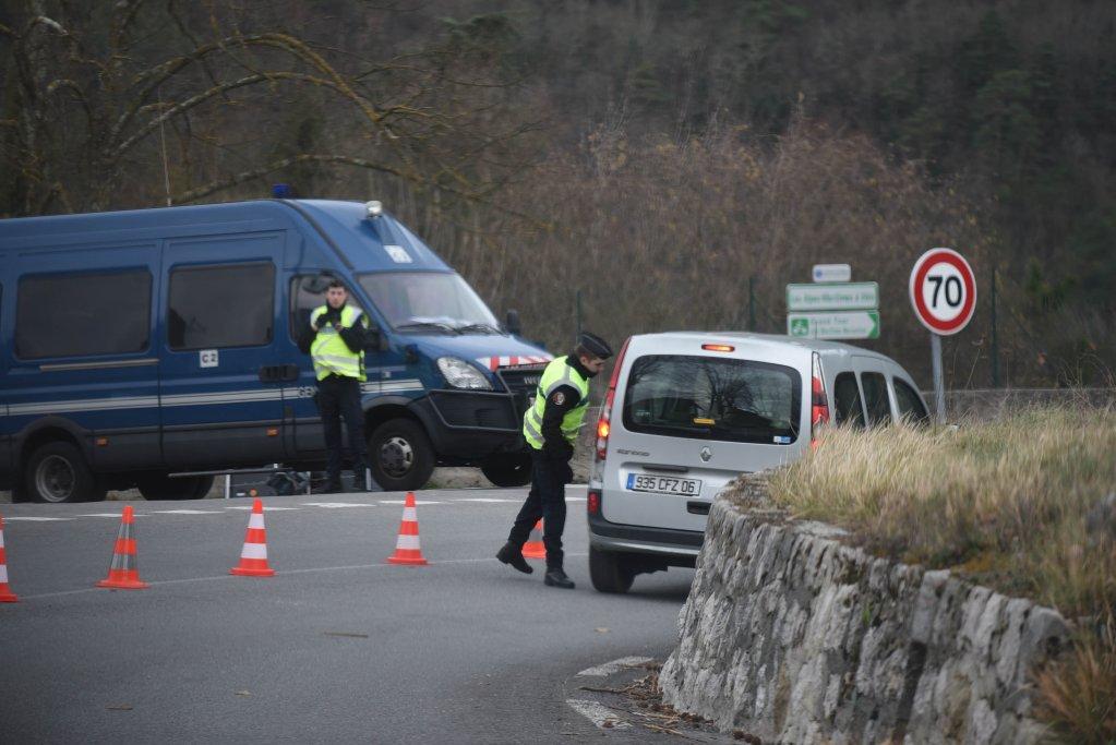 شرطيون فرنسيون في المنطقة الحدودية مع إيطاليا في عملية تفتيش/ أرشيف