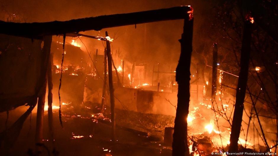 یکشنبه شب گذشته یک آتش سوزی بزرگ در  کمپ واتی در جزیره ساموس رخ داد اما خوشبختانه در این حادثه به کسی آسیب نرسید. عکس از پیکچر الیانس