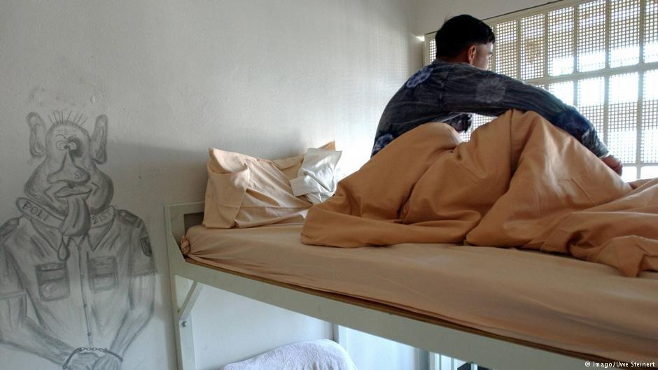 عکس از آرشیف دویچه وله/ ایالتهای آلمان میخواهند پناهجویانی که در معرض اخراج قرار دارند را در بخشهای جداگانه  زندان های معمولی نگهداری کنند