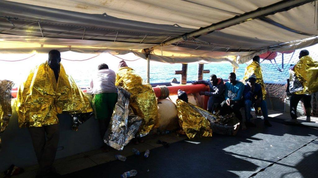 Photo prise par l'équipage du Sea-Watch peu après le sauvetage de 47 migrants, le 19 janvier 2019. Crédit : Sea Watch / Twitter