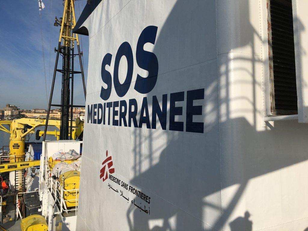 """اکواریوس، کشتی نجات متعلق به سازمان های """"اس او اس مدیترانه"""" و """"داکتران بدون مرز"""".  عکس از مهاجر نیوز"""