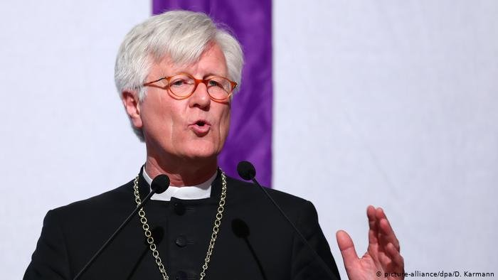 picture-alliance/dpa/D. Karmann |قال هاينريش بدفورد-شتروم رئيس مجلس الكنيسة الإنجيلية (البروتستانتية) إنه تلقى تهديدات بالقتل