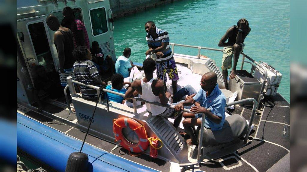 Les autorités ont secouru 14 migrants haïtiens après le naufrage de leur embarcation de fortune, dimanche 31 mars. Crédit : The Royal Turks and Caicos Police