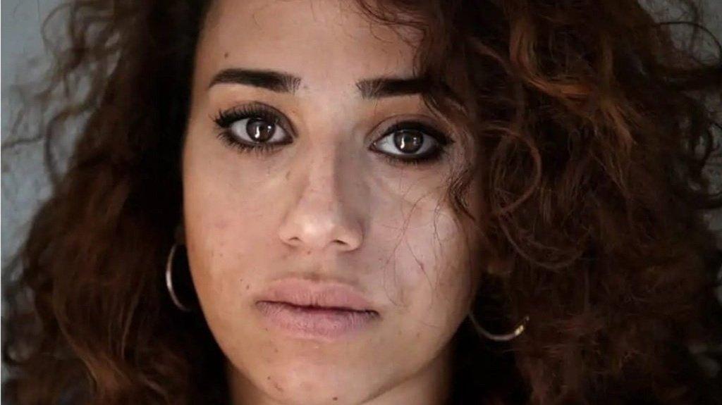 Line Al-Khatib, 27 ans, a fui la guerre en Syrie en 2012. Elle a demandé l'asile en Suède avec son père et son frère. Crédit : Compte facebook de Line Al-Khatib.