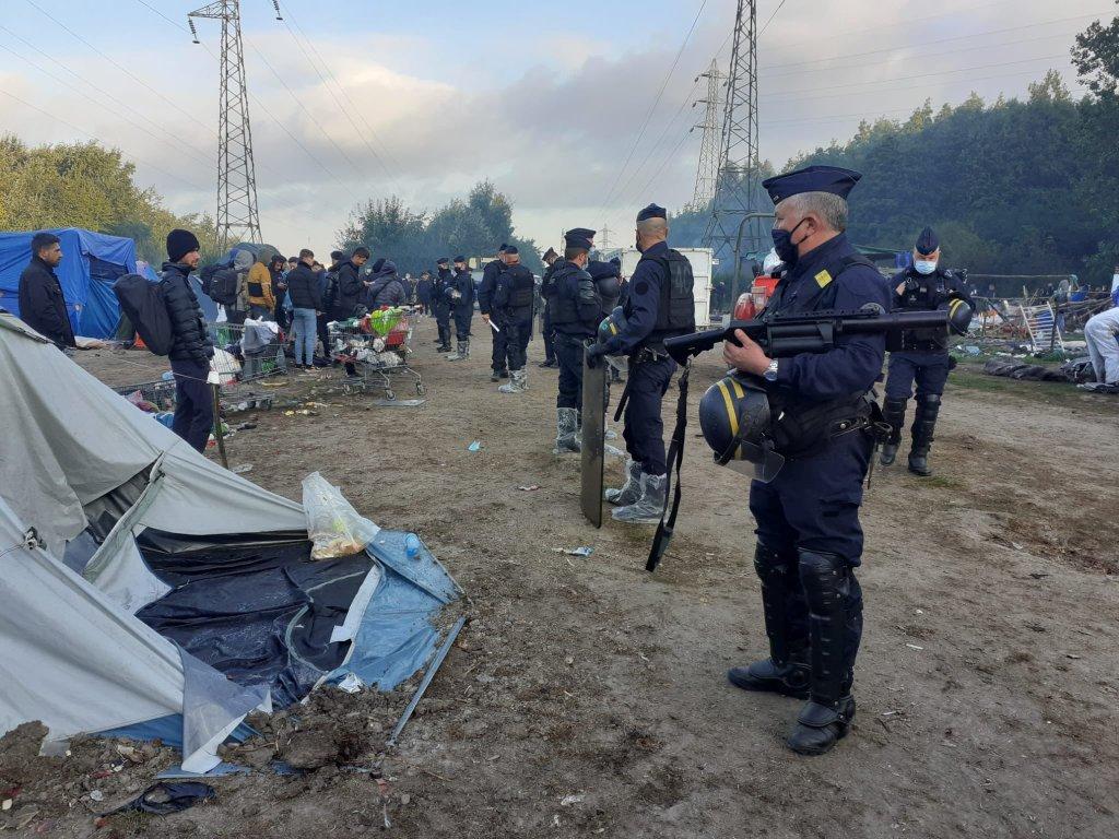 صبح روز پنجشنبه حدود یک صد تن از نیروهای پولیس و شهرداری در عملیات تخلیه کمپ ژزویت شرکت کردند. عکس از یوتوپیا۵۶