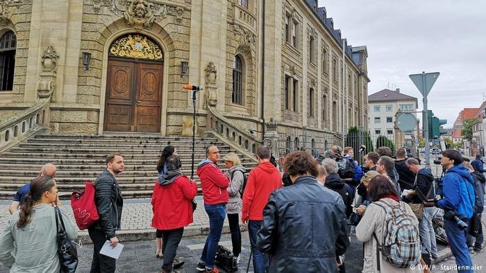 حكمت محكمة مدينة لانداو في ألمانيا بالسجن لثماني سنوات ونصف على طالب لجوء أفغاني