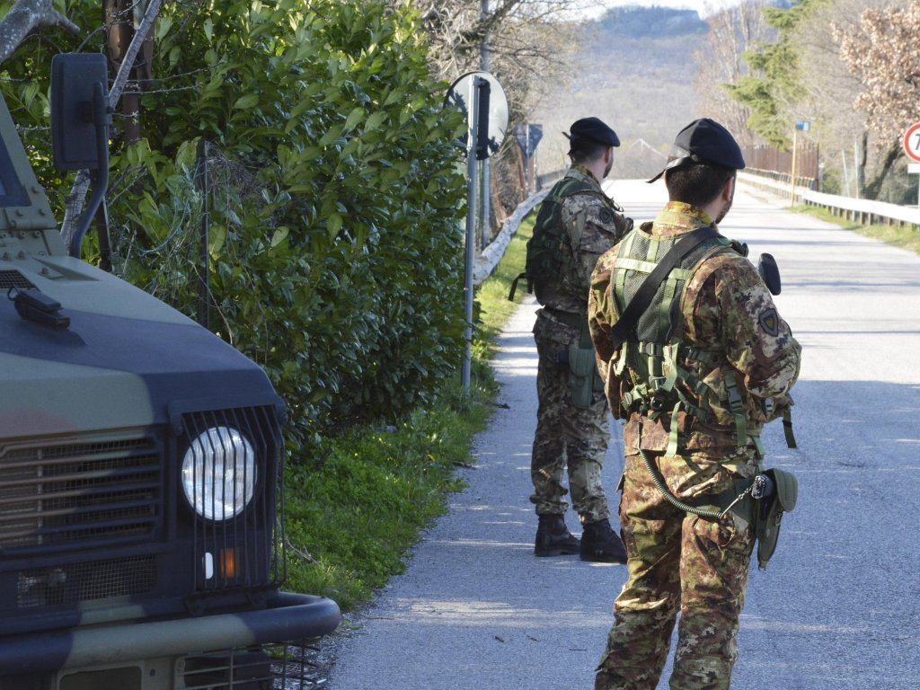 Soldiers deployed on the border between Slovenia and Italy to avoid the passing of undocumented migrants | Photo: ANSA/BRUSAFERRO