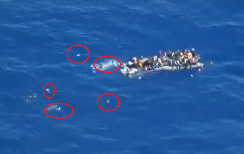 Des ONG accusent la marine italienne de ne pas avoir secouru des migrants en détresse au large de la Libye. Crédit : Sea-Watch