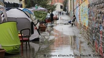 عکس از آرشیف (Picture-Alliance)/ خیمههای شماری از پناهجویان را در ایتالیا نشان میدهد.