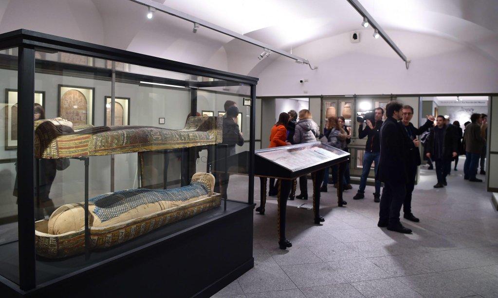 ANSA / زوار في المتحف المصري في تورينو بإيطاليا. المصدر: إي بي إيه / أليساندرو دي ماركو.