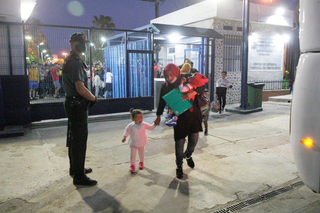 ANSA / مهاجرون جاهزون للعبور من مليلية عبر مضيق جبل طارق إلى شبه الجزيرة الأيبيرية. المصدر: إي بي إيه/ إف جي جوريرو/ أنسا.