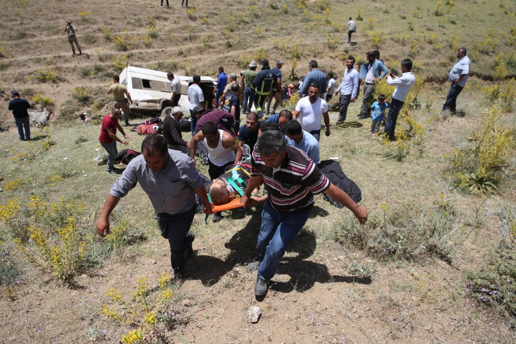 Turkish emergency services members carry injured at the scene of a bus accident in Van, Turkey, 18 July 2019. According to reports, 15 migrants died after a minibus carrying refugees crashed in Van | Photo: EPA/OZKAN BILGIN