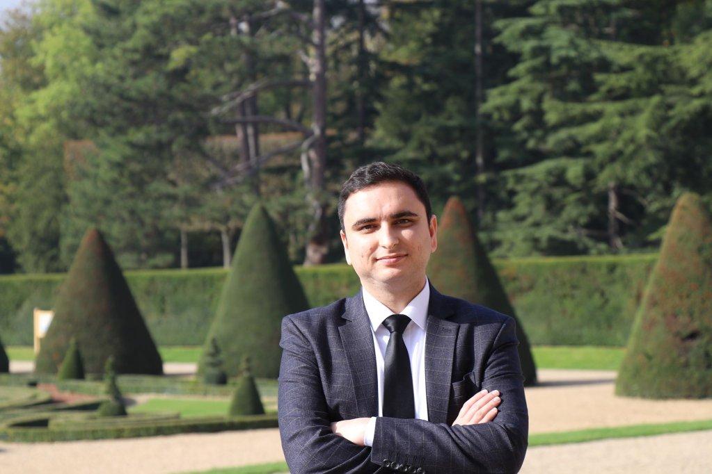 افغان زده کونکې په فرانسه، کریدیت: سید علی اسدي