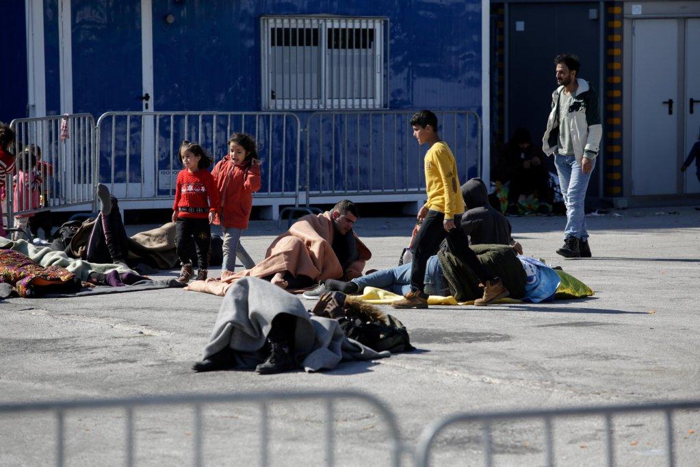 لاجئون على جزيرة لسبوس اليونانية. رويترز
