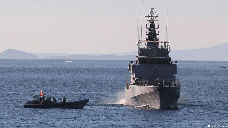 بعد إنقاذ عشرات المهاجرين خفر السواحل اليوناني يواصل البحث عن آخرين يحتمل أنهم كانوا على متن القارب