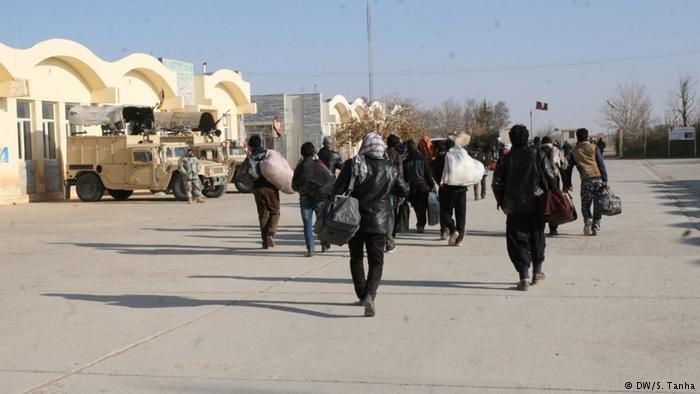 نیمی از مهاجران افغان ایران را به دلایل اقتصادی ترک می کنند.