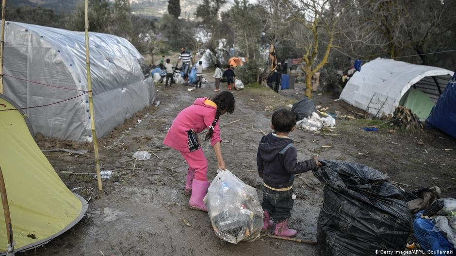 شمار  زیادی از کودکان نیز در میان مهاجران در کمپ های یونان به سر میبرند