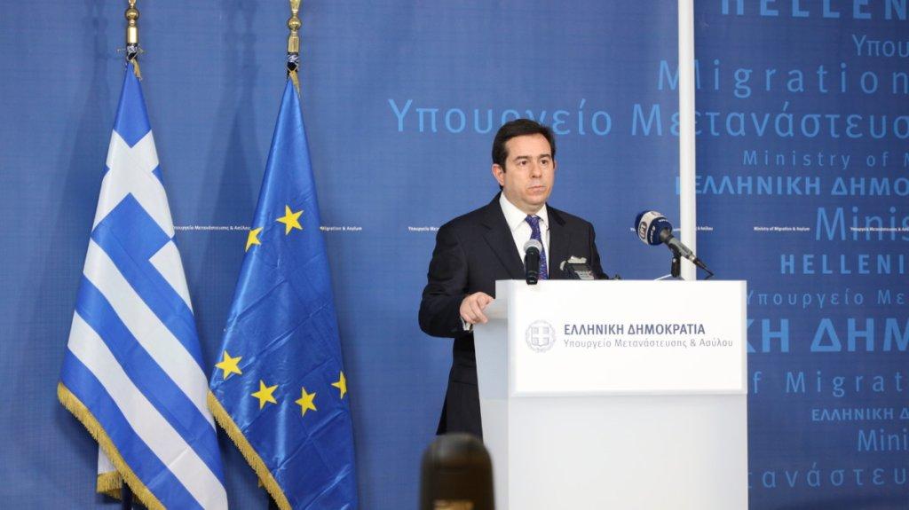 نوتيس ميتاراكيس وزير الهجرة اليوناني. المصدر: وزارة الهجرة اليونانية.