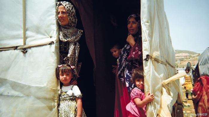 دویچه وله/ از سال ۲۰۱۱ تا به حال، بیش از پنج میلیون سوریایی کشورشان را ترک کرده اند.