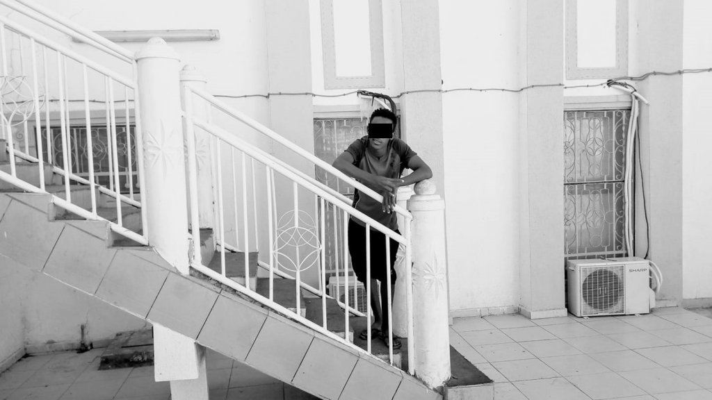 محمد، 17 عاما، من جمهورية أفريقيا الوسطى. هاجر عبر الكاميرون والجزائر وليبيا بحثاً عن مكان آمن، ومحاولاً الوصول إلى أوروبا. المصدر: محمد أرسل الصورة