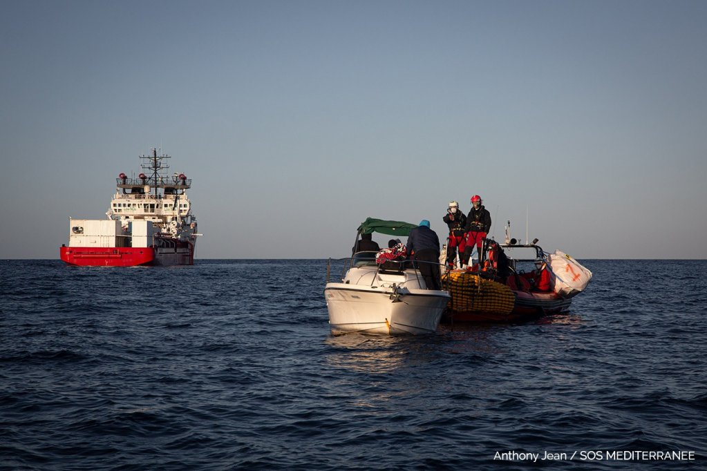 نفذت أوشن فايكنغ عملية إنقاذ جديدة لـ10 مهاجرين ليبيين، الخميس 18 آذار\مارس 2020، قبالة السواحل الليبية. الصورة: أس أو أس ميديتيرانيه