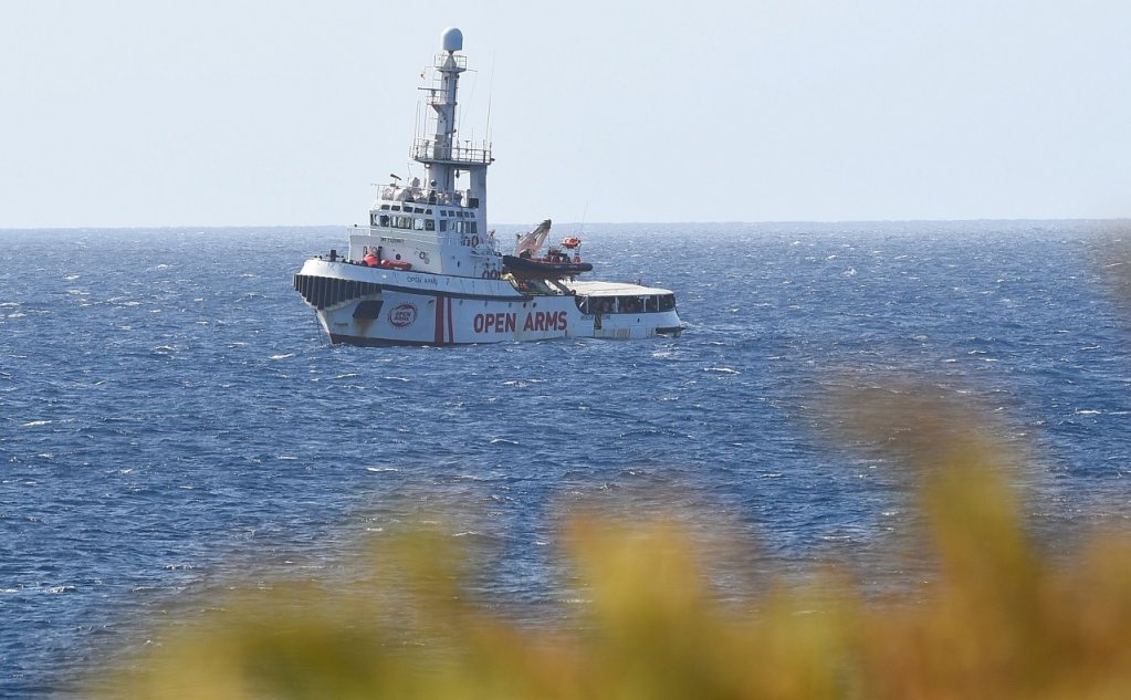L'Open arms vu depuis les côtes de Lampedusa, le 15 août 2019. Crédit : Reuters