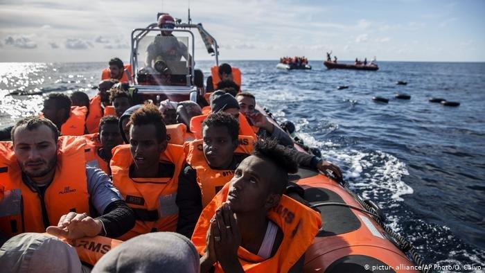 pictur- alliance/AP Photo/O. Calvo |يحاول المهاجرون الوصول إلى إسبانيا بعبور المحيط الأطلسي من المغرب إلى جزر الكناري رغم تكرار حوادث غرق مراكبهم