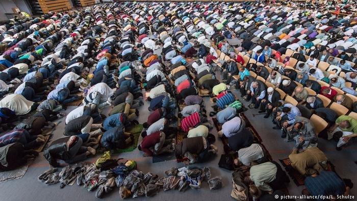 في شهر رمضان يكثر الجدل بين المسلمين عن موعد بدء الشهور وانتهائه
