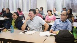 Des réfugiés pendant un cours de français. Laval, Canada, le 30 novembre dernier. Crédit : AFP / Catherine Legault