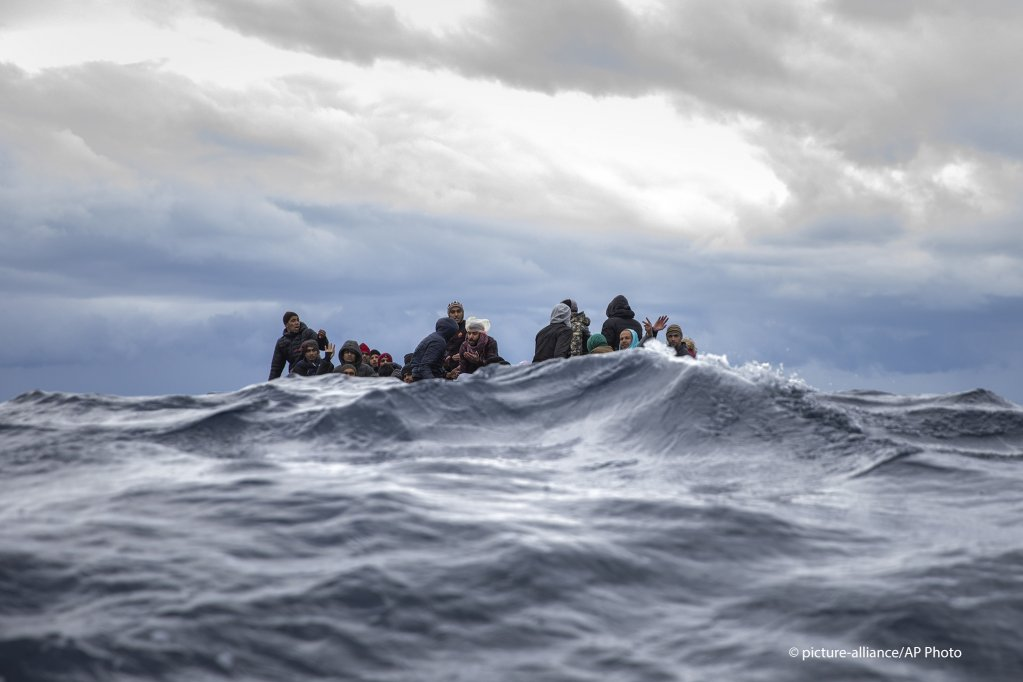 From file: Migrants on an overcrowded wooden boat in the Mediterranean Sea on January 10, 2020 | Photo: Picture-alliance/AP Photo/Santi Palacios