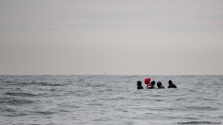 Migrants sit in a boat navigating the waters in the English Channel off the coast of northern France | Photo: Salmeer Al-Doumy/AFP/Getty Images