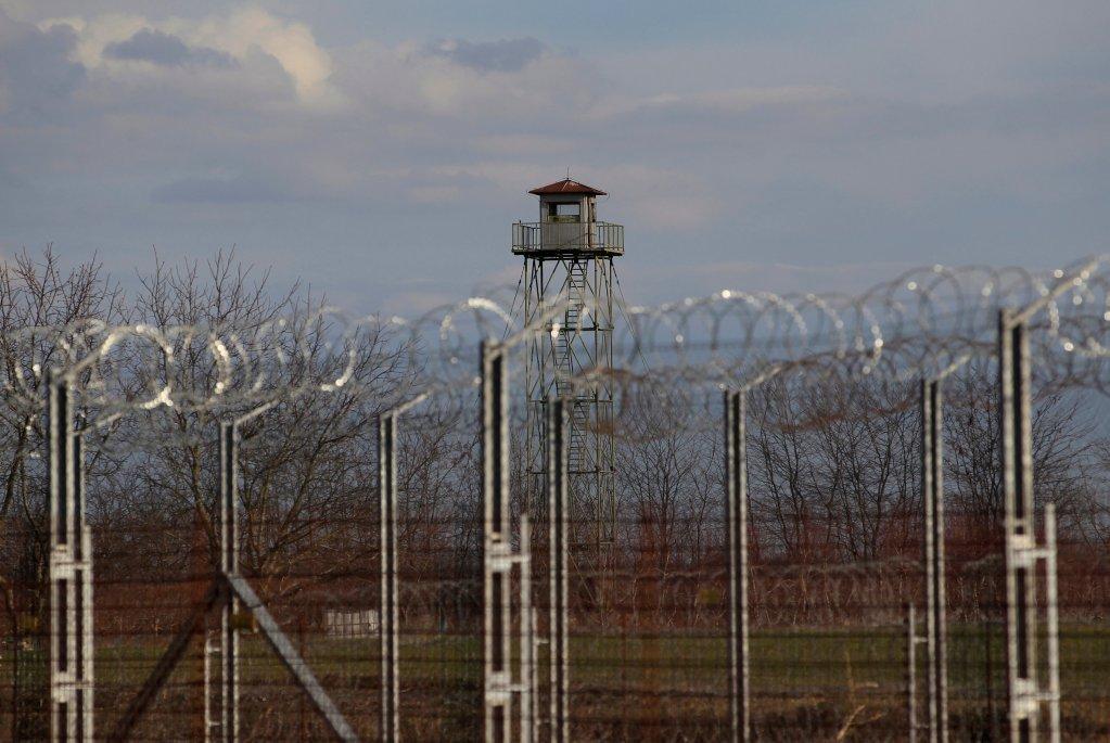 La clôture grillagée à côté du village de Röszke, en Hongrie. Crédit : Reuters