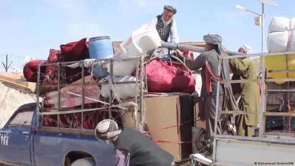 به دلیلی جنگ ها هزاران خانواده افغان  از مناطق مسکونی شان در فرار اند (جولای ۲۰۲۱)