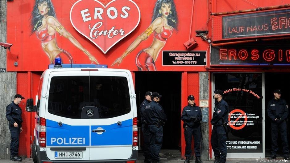 هیچ کس دقیقا نمی داند که چه تعداد زن در آلمان به تن فروشی مشغولند و یا چه تعداد از آن ها (به این جا) قاچاق شده اند