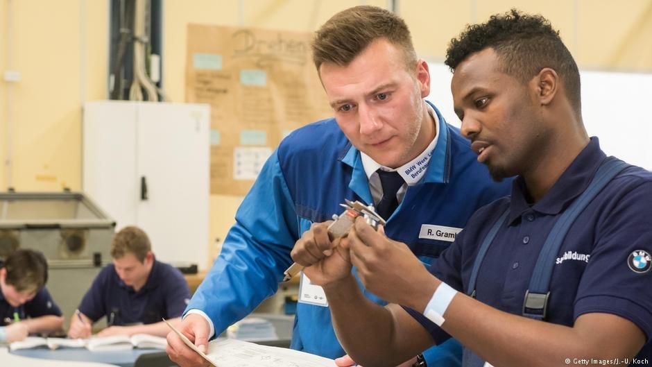 بر بنیاد یک پژوهش تازه، پیچیدگی مقررات مانع ورود پناهجویان و مهاجرین به بازار کار آلمان میشوند.