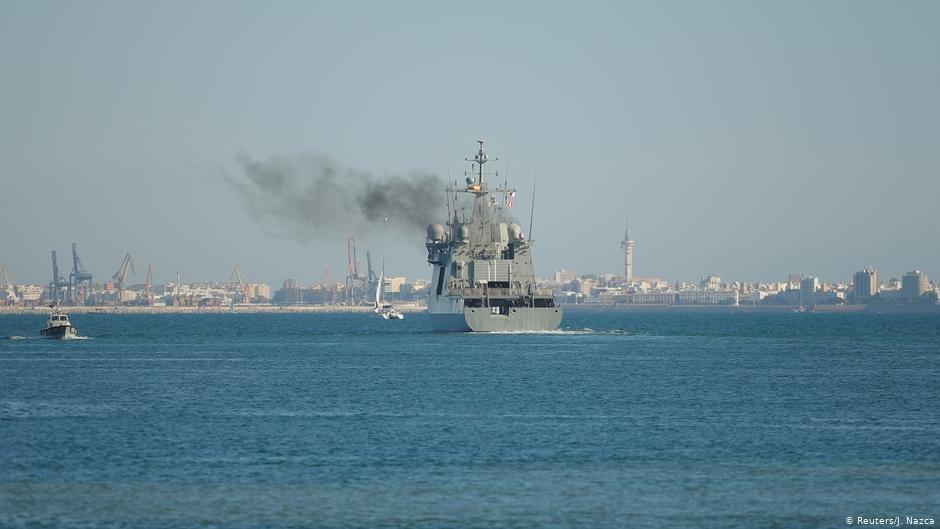 عکس آرشیف: یک کشتی اسپانیایی در حال ترک بندر لامپدوسا. عکس از رویترز