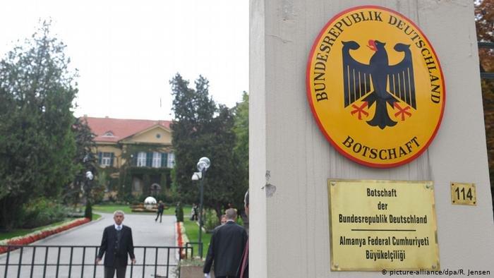 اعتقال محام تركي يعمل لصالح السفارة الألمانية في تركيا يثير القلق على ملفات طالبي لجوء كان يدققها